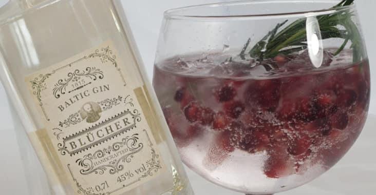 Blücher Grante - Cocktail mit Blücher Gin und Granatapfelkernen